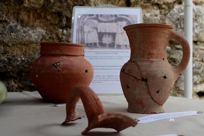 ensemble de pichets à anse XIIIème siècle  Photo JML