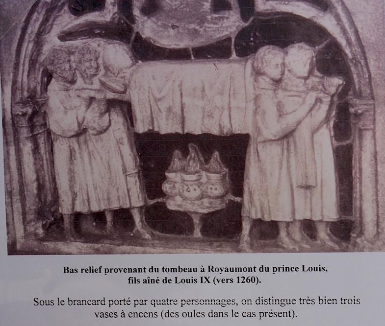 as relief provenant du tombeau à Royaumont du prince Louis